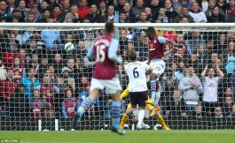 283C480A00000578-3065329-Benteke_heads_past_Hooward_to_score_his_ninth_goal_in_eight_Prem-a-3_1430585486817